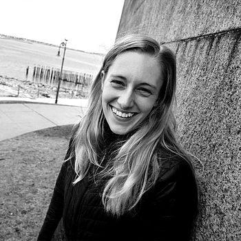 Photo of Samantha Bates.